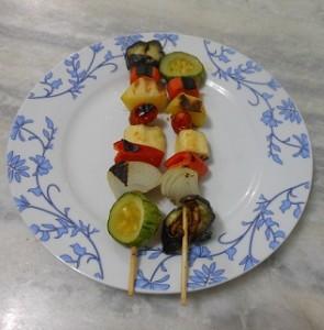 Espetinho vegetariano, rápido e fácil.